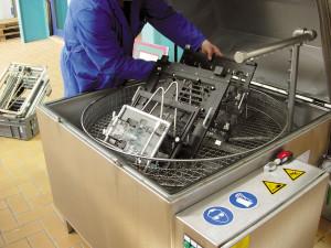Teilewaschmaschine Industrie Gewerbe - Reinigung bei Instandhaltung, Produktion und Fertigung