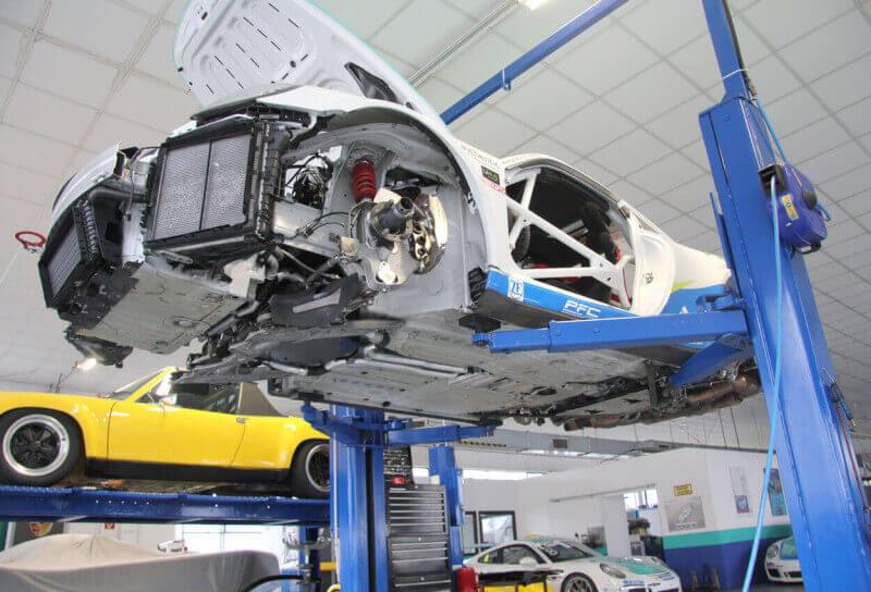 Aufgebockter-Renn-Porsche_1250x8505a97acaa5d1e7_800x800
